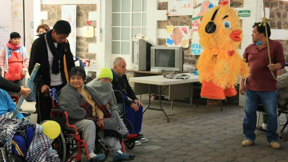 Vista Patio Interno con Adultos Mayores Fundacion Caritas Puebla Concauce